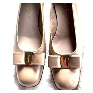 Salvatore Ferragamo Shoes - Ferragamo  metallic gold vara bow classic 10A4