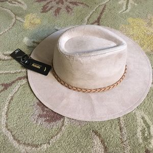 David and Young Accessories - ⚡️LAST CHANCE ⚡️Trendy hat with dainty braid