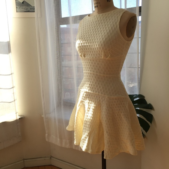 Closet Dresses - Off White Flounce Dress Size 6 Medium