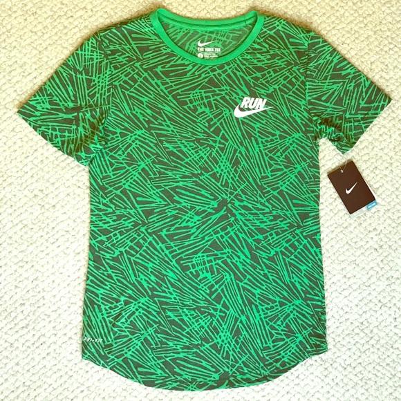 f3a45129 Nike Tops | Womens Run Palm Print Short Sleeve Shirt | Poshmark