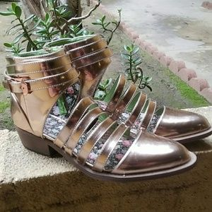 YRU Shoes - SIZE 9 Y.R.U Rose Gold Strappy booties!