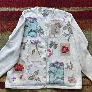 Heirloom Collectibles Sweaters - Pretty floral sweater
