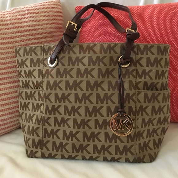 b6e21b668ed6 Michael Kors original cloth pattern handbag. M 58bc8da1bf6df53ae401d519