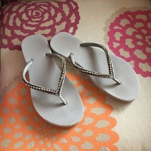 Shoes - Silver colored flip flops with rhinestones 👣