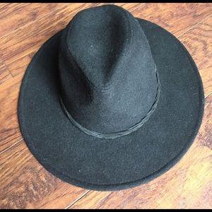 Accessories - Black wide brim hat size s/m