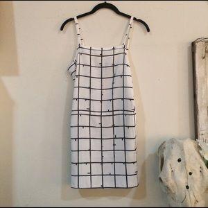 Valette Dresses & Skirts - Valette Black & White Pedestrian dress w/ pockets