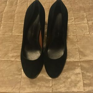 SOLD- B.Republic Pumps size 7