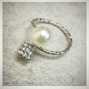 Jewelry - White Pearl & Pave Crystal Cube Wrap Around Ring