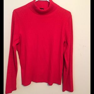 LIKE NEW RED TURTLENECK SWEATER