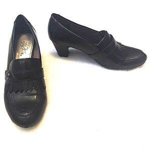 Life Stride Shoes - ❣BOGO 1/2 off❣Life stride leather heels loafers 9