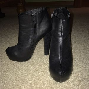 Forever 21 black booties size 6