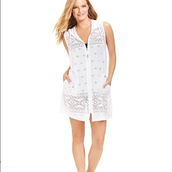 ff84a2c9b7 Cute white bathing suit 👙 coverup