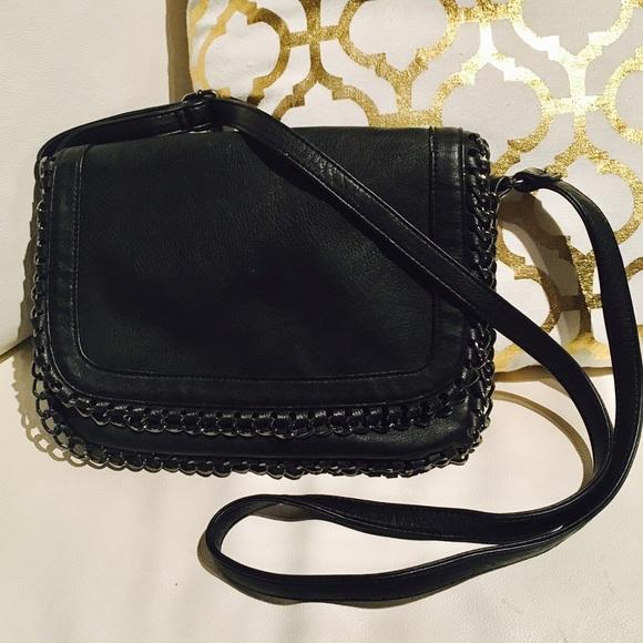 0a451b0e2f7b 💕FOREVER 21 vegan leather black cross body bag 💕