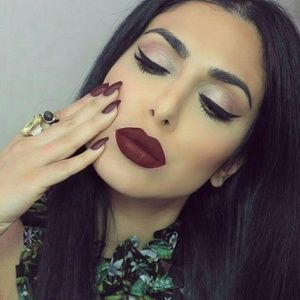 """Kat Von D Other - HP😍🎀Kat Von D Everlasting Lipstick in """"Vampira"""""""