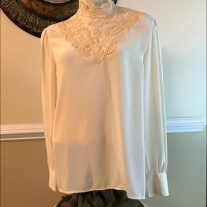 personal Tops - Beautiful Vintage Laced collar blouse