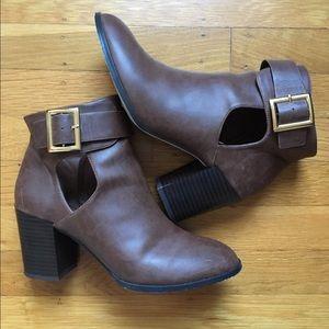 ASOS chunky heel boots. Size 5!