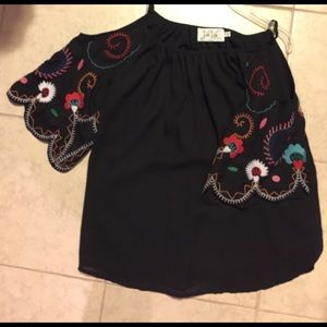 Vava by Joy Han Tops - Gorgeous VaVa by Joy Han embroidered top sz s