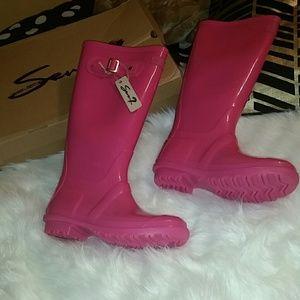 Seven7 Shoes - Seven7 British Girl pink rain boots NWT