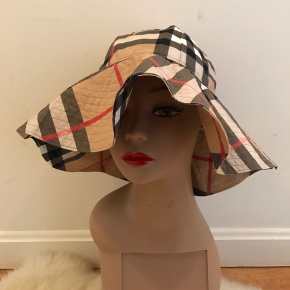 Burberry Accessories - Gently worn AUTHENTIC Burberry Floppy Beach Hat c302d4db362