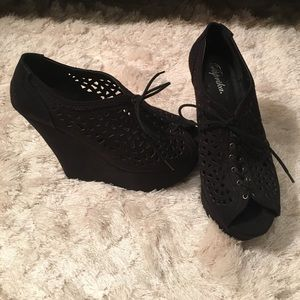 Paprika Shoes - NWOT open toed platform shoes