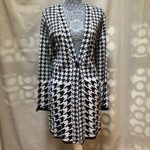 Black Rivet Sweaters - 🆕 Black White Houndstooth Duster Cardigan 1X