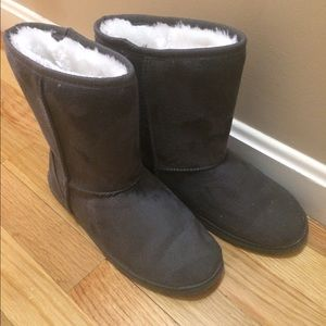 Dawgs Shoes - Women's DAWGS boots! Fits size 7.
