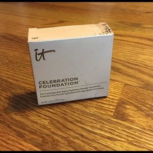 Other - It Cosmetics celebration foundation in light