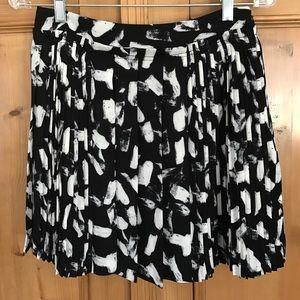 Banana Republic abstract print pleated skirt