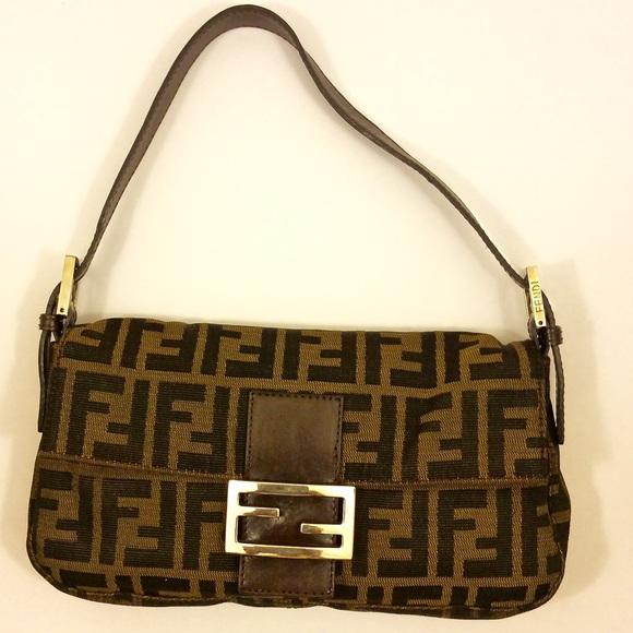 5c69901b0fc4 Fendi Handbags - 100% Authentic Classic FENDI Zucca Baguette
