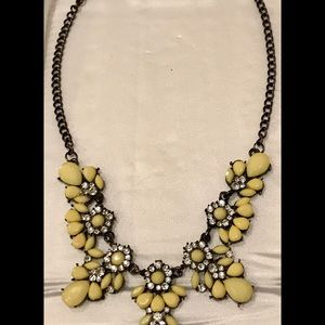 Jewelry - Gorgeous Vintage Looking Necklace!