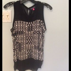 Vince Camuto graphic print / sheer top