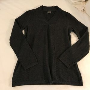 Royal Robbins Tops - Royal Robbins light sweater V neck, size M