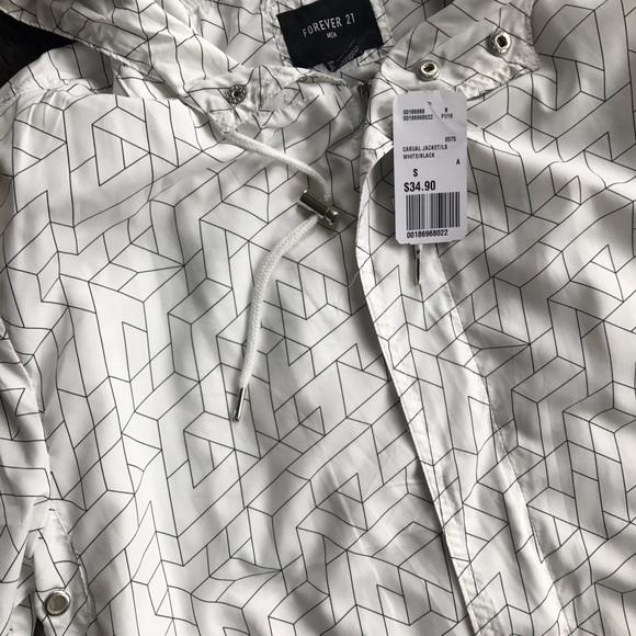 Forever 21 Jackets & Coats - NWT ⭐️ Geo Print Windbreaker