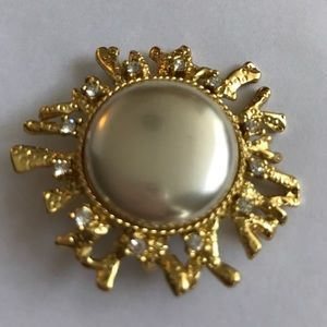 Vintage Jewelry - 80s Mabe pearl and diamond brooch