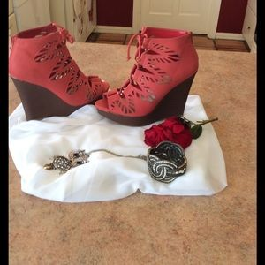 Dollhouse Shoes - 🎉HOST🎉PICK🎉Gorgeous spring coral wedges
