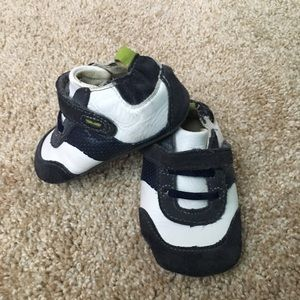 Robeez Other - Robeez size 6-9 months (size 3) shoez