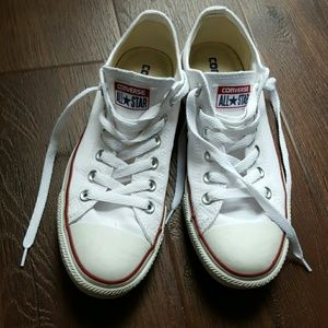 Converse Chuck Taylor white lace up sneakers 8.5