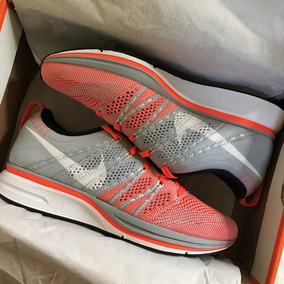 3d5aa9bde598e Nike Flyknit Trainer women s 6.5 men s 5