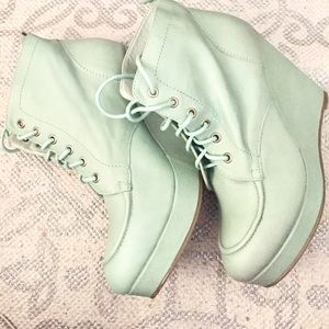 Deena & Ozzy Shoes - Mint seafoam green leather booties. Brand new.