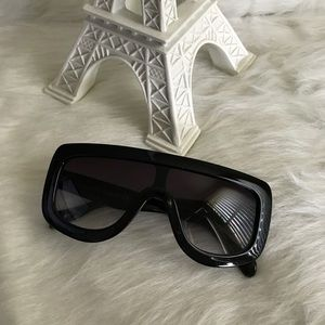 Black big frame sunglasses