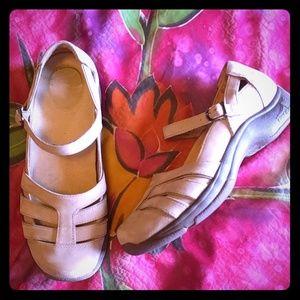 Dansko Shoes - Dansko leather suede Maryjane's size 40/10