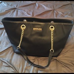 Kenneth Cole Reaction Handbags - 🎉Host Pick🎉Kenneth Cole Black Purse