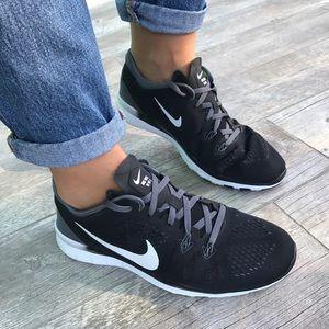 Nike Shoes - Black & White Training💪🏻