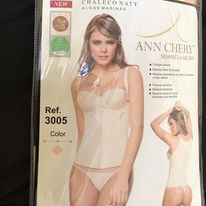 Ann Chery Other - 🎉sale🎉Powernet vest zip & hook Colombian trainer