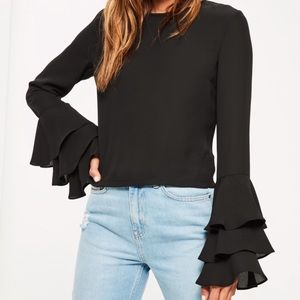 Tops - 🎉HP🎉3 layer flare sleeve blouse
