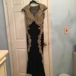 Betsy & Adam Dresses & Skirts - Elegant gown