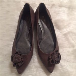 ♦️Nice Brown All  Leather  BCBGeneration Flats♦️