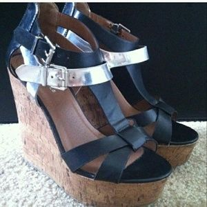 Shoes - Strappy Cute wedges sz.7