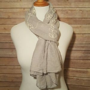 unbranded  Accessories - Pretty Gray Scarf with White Rose Stitching