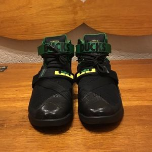 """Nike Other - Lebron Soldiers 9 """"Oregon Ducks"""" size 11"""